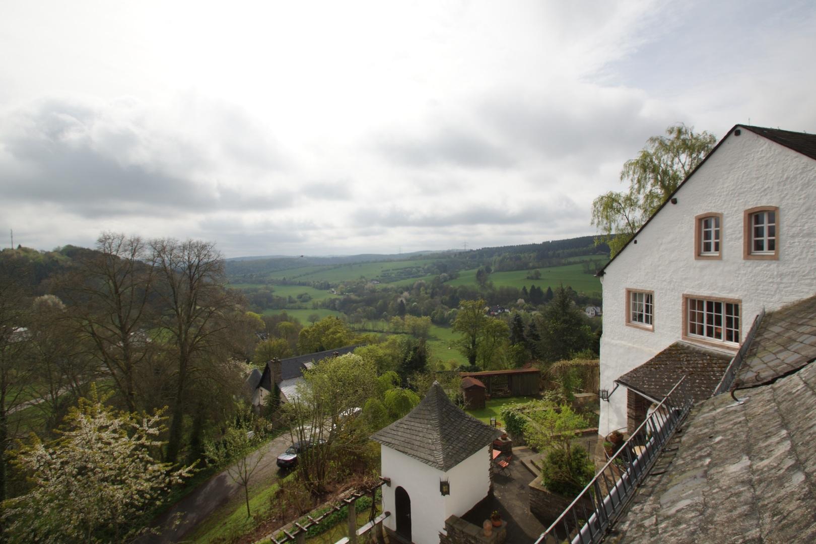 Building A House On Sloped Land Biggest Challenges
